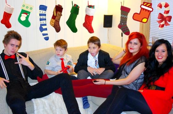 Christmas 2012+Norwegian Christmas+Norway+Christmas eve+ juleaften+juletre +partyhats - family - nephew - niece