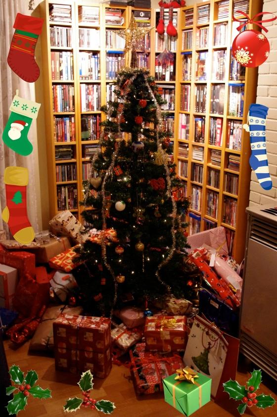 Christmas 2012+Norwegian Christmas+Norway+Christmas eve+ juleaften+juletre +partyhats - gifts