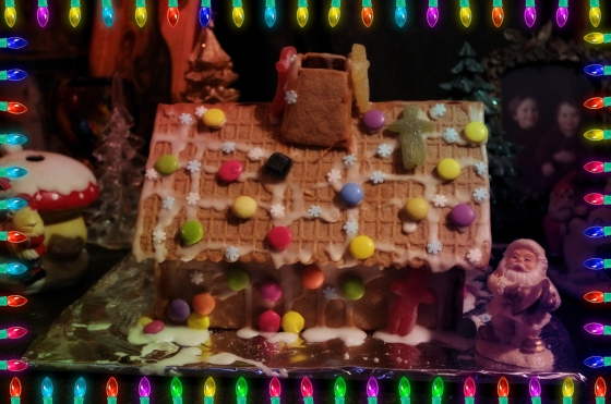 Christmas 2012+Norwegian Christmas+Norway+Christmas eve+ juleaften+juletre +partyhats - Gingerbreadhouse Gingerbread house