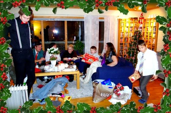 Christmas 2012+Norwegian Christmas+Norway+Christmas eve+ juleaften+juletre +partyhats - presents