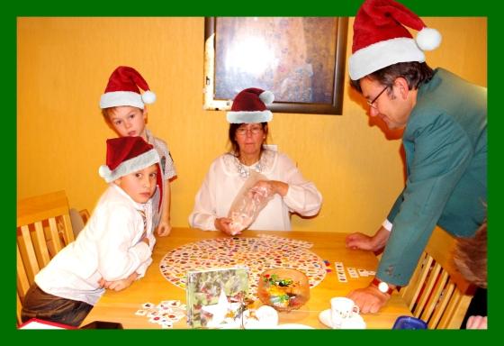 Christmas 2012+Norwegian Christmas+Norway+Christmas eve+ juleaften+juletre +partyhats - santa hats- nisseluer - Boardgames