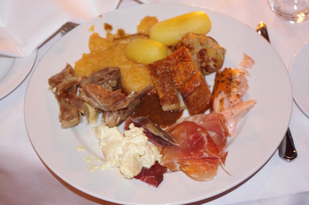 Quality hotel og resort Sarpsborg-julebord -resepsjonist sjef + Oscars 2012 + Phillip Bøckmann + Annette Elverum + Julemat  + Ribbe  + pinnekjott + stick meat + Norwegian traditional christmas food