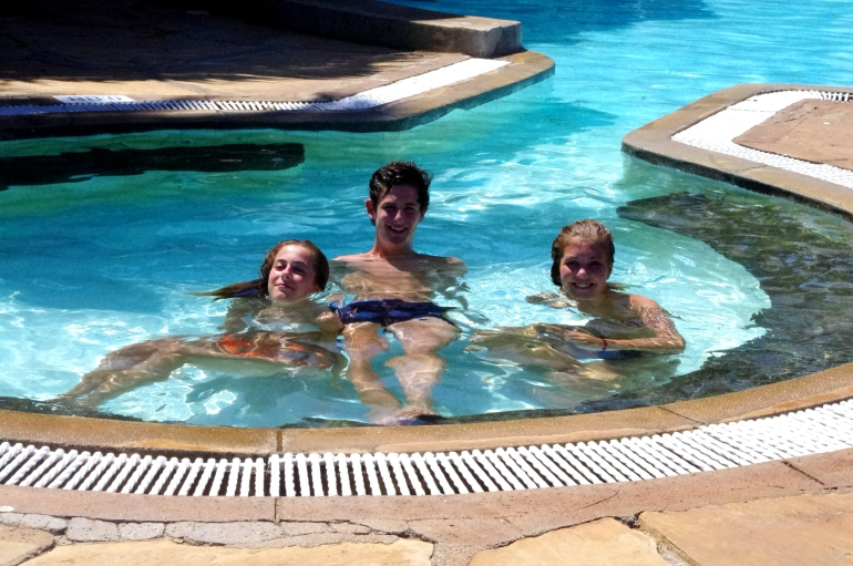 Kenya, Mombasa, Volunteering, Africa, i-to-i, Reef hotel, beach pool