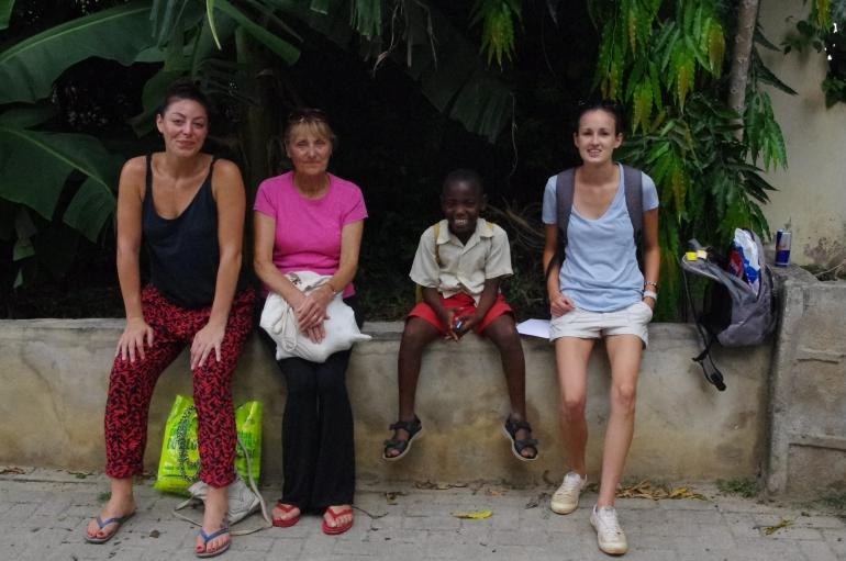 Volunteers i-to-i Kenya Mombasa Vescon