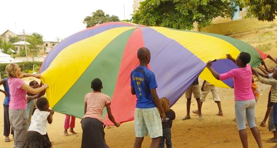 i-to-i volunteering Kenya Mombasa New Hope school parachute