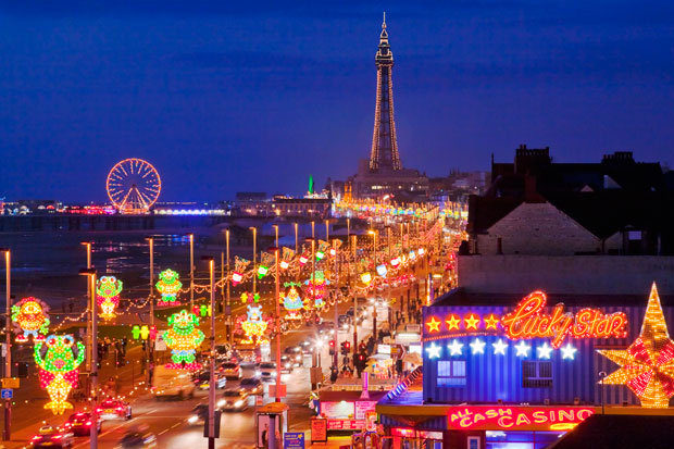 Blackpool - archades - party - pier- Theme park - England 31244