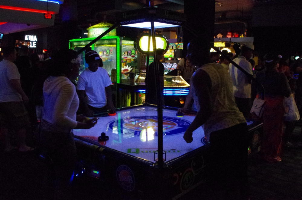 Dave & Buster's Archade Honolulu Hawaii - Things to do - Where to go out - air hockey