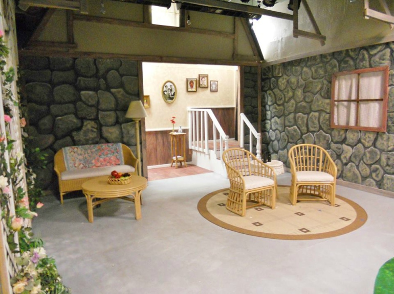 Vanya and Sonia and Masha and Spike - TAG - Hawaii - The Brad Powell theater - The set design