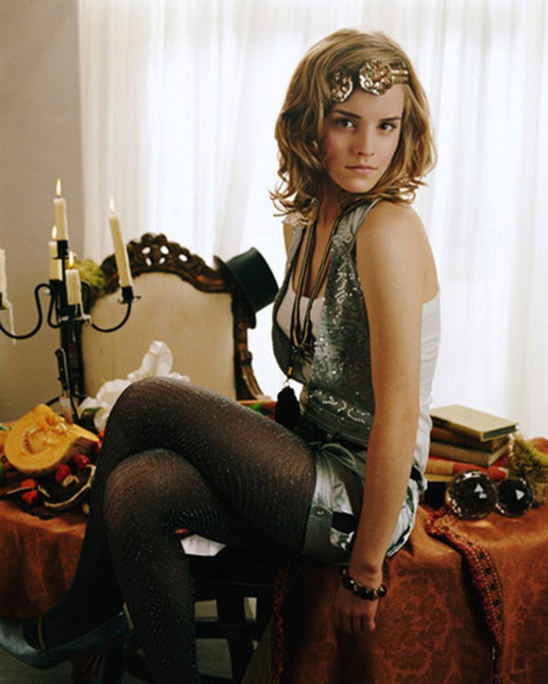 Books - young - Hermione Emma-Watson-Looking-Flashy-In-A-Photo-Shoot