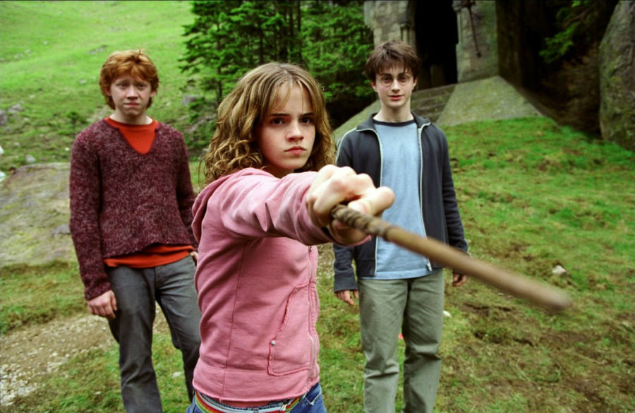 Hermione - kick ass - POA- the-incredible-evolution-of-emma-watson-from-hermione-granger-to-belle-the-beauty-02